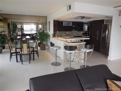Miami-Dade County Condo For Sale: 17720 N Bay Rd #8C