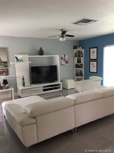 Hialeah Condo For Sale: 18929 Oakland Hills Dr
