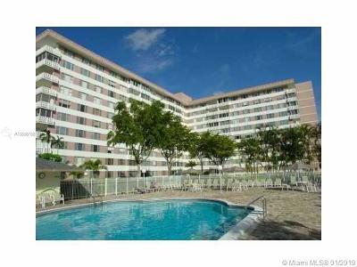 Hollywood Condo For Sale: 4350 Hillcrest Dr #105