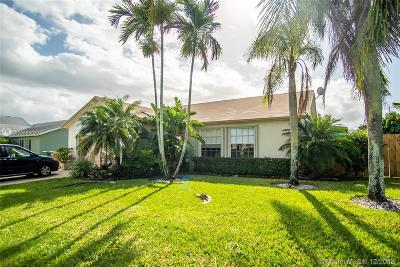 Davie Single Family Home Active With Contract: 5522 SW 57th Place
