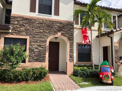 Hialeah Gardens Condo For Sale: 9321 W 32nd Ln