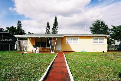 Broward County Single Family Home For Sale: 6445 Meade St