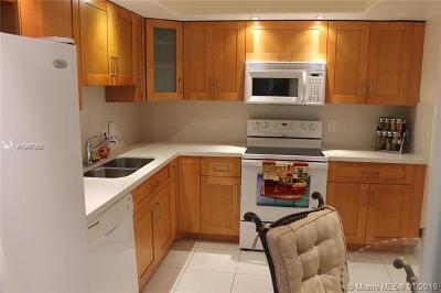 Pompano Beach Condo For Sale: 3980 Oaks Clubhouse Dr #110