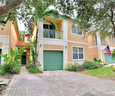 Miami Lakes Single Family Home For Sale: 8379 NW 142nd St