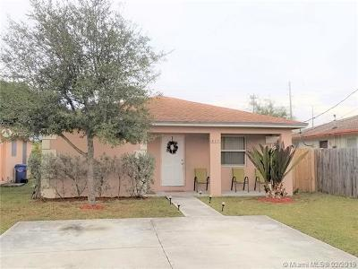 Oakland Park Single Family Home For Sale: 319 NE 35th Ct