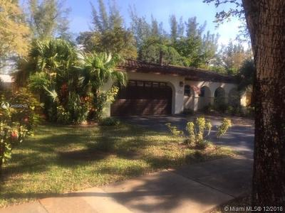 Miami Lakes Single Family Home For Sale: 15241 W Durnford Dr