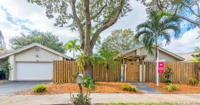 Cooper City Single Family Home For Sale: 29 Forest Circle