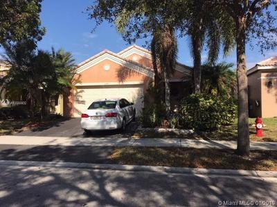 Broward County Single Family Home For Sale: 4279 Greenbriar Ln