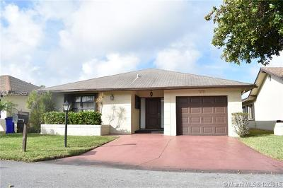 Deerfield Beach Single Family Home Active With Contract: 1523 SW 22nd Way