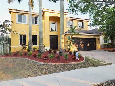 Weston Single Family Home For Sale: 547 Penta Ct