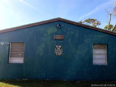 West Palm Beach Multi Family Home For Sale: 2143 Laura Ln
