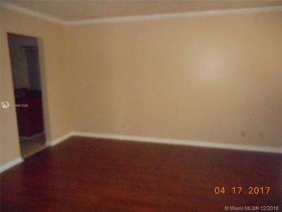 Lauderhill Condo For Sale: 6475 W Oakland Park Bl #108