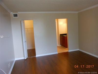 Lauderhill Condo For Sale: 6475 W Oakland Park Blvd #110
