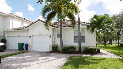 Sunset Lakes, Sunset Lakes Estates, Sunset Lakes One 164-34 B, Sunset Lakes Parcel D At, Sunset Lakes Plat One, Sunset Lakes Plat Three, Sunset Lakes Plat Three 1, Sunset Lakes Three, Sunset Lakes Two 166-24 B Single Family Home For Sale: 2645 SW 188th Ter