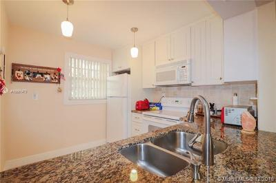 Plantation Condo For Sale: 471 N Pine Island Rd #D304