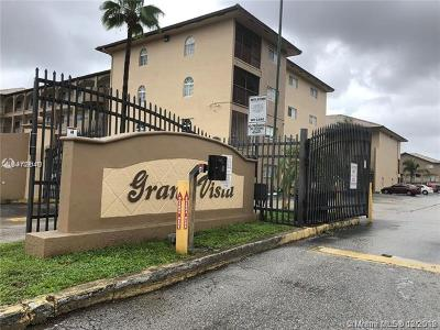 Hialeah Gardens Condo For Sale: 8851 NW 119th St #4414