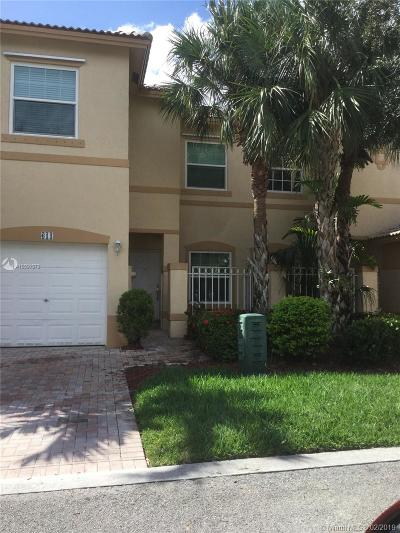 Pembroke Pines Condo For Sale: 611 NW 170 Ter