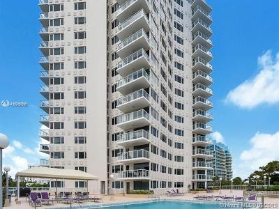 Fort Lauderdale Condo For Sale: 3000 Holiday Dr #304