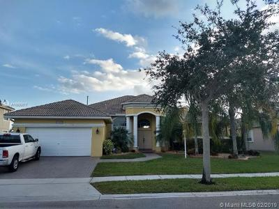 Pembroke Pines Single Family Home For Sale: 13836 NW 14th St