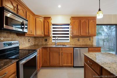 Davie Single Family Home For Sale: 3951 SW 71st Ter