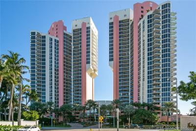 Sunny Isles Beach Condo For Sale: 19333 Collins Ave #1802