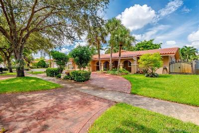 Miami Lakes Single Family Home For Sale: 15040 Dunbarton Pl