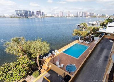 Sunny Isles Beach Condo For Sale: 17878 N Bay Rd #402