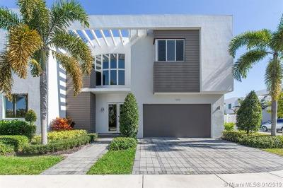 Doral Single Family Home For Sale: 7445 NW 101st Pl