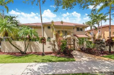 Miami Lakes Single Family Home For Sale: 8355 NW 158th Ter