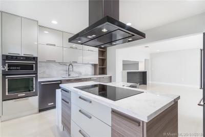Miami Beach Single Family Home For Sale: 985 S Shore Dr