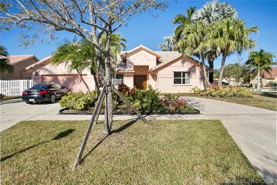 Pembroke Pines Single Family Home For Sale: 1092 NW 162nd Ave