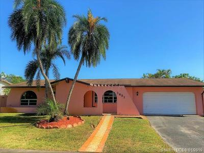Pembroke Pines Single Family Home For Sale: 1621 NW 122nd Ave