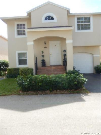 Pembroke Pines Single Family Home For Sale: 11718 NW 12th St
