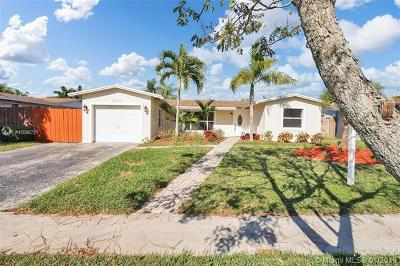 Pembroke Pines Single Family Home For Sale: 8951 NW 21st Ct