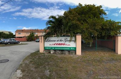 Hialeah Gardens Condo For Sale: 8249 NW 99th St #5