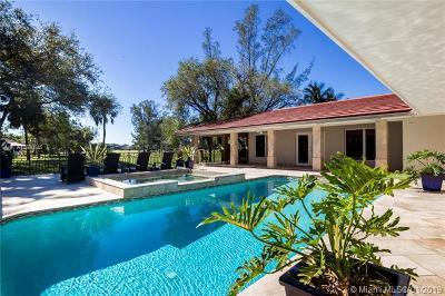 Miami Lakes Single Family Home For Sale: 6800 Gleneagle Dr