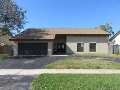 Pembroke Pines Single Family Home For Sale: 2330 NW 102nd Way
