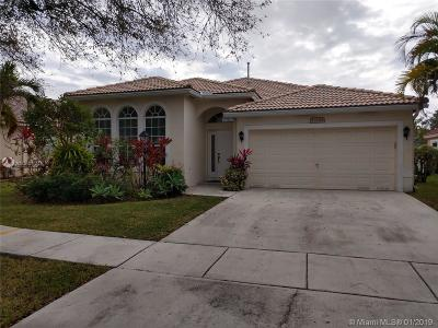 Pembroke Pines Single Family Home For Sale: 13284 NW 18th St