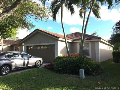 Pembroke Pines Single Family Home For Sale: 18266 NW 6th St