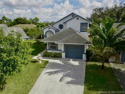 Pembroke Pines Single Family Home For Sale: 10016 SW 14th St