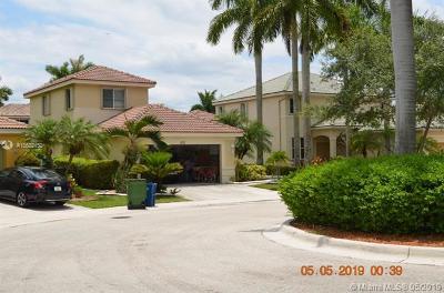 Weston Single Family Home For Sale: 1521 Winterberry Ln
