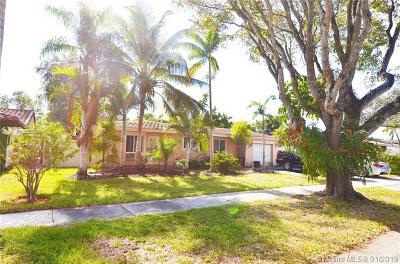 Miami Lakes Single Family Home For Sale: 6530 Lake Como Ter