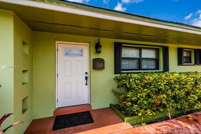 Miami Gardens Single Family Home For Sale: 17300 NW 37th Ct