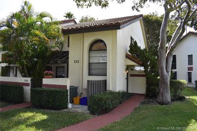 Boynton Beach Condo Active With Contract: 10247 N Circle Lake Dr #202