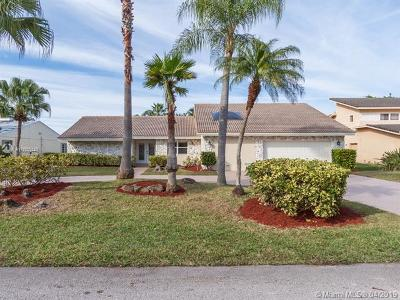Tamarac Single Family Home For Sale: 8615 Banyan Ct