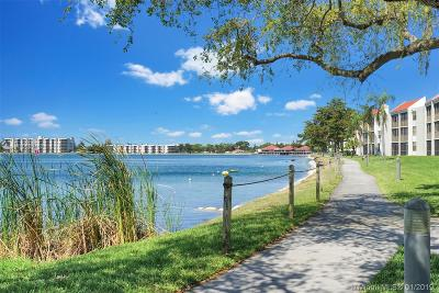 Oakland Park Condo For Sale: 113 Lake Emerald Dr #104