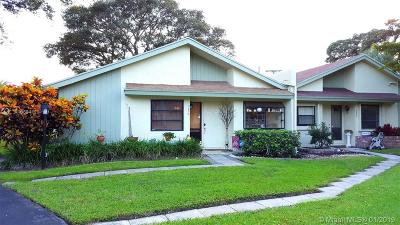 Delray Beach Condo Active With Contract: 4330 Palm Forest Dr S #4330