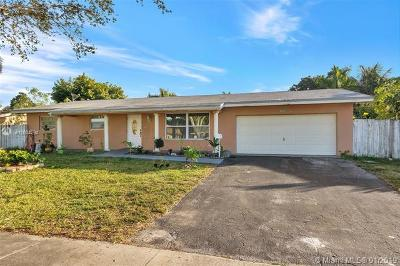 Plantation Single Family Home For Sale: 7520 NW 14th St