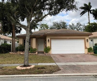 Miramar Single Family Home For Sale: 12451 SW 45th Dr