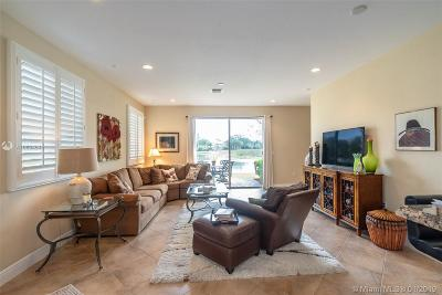 Davie Condo Active With Contract: 4700 Sundance Way